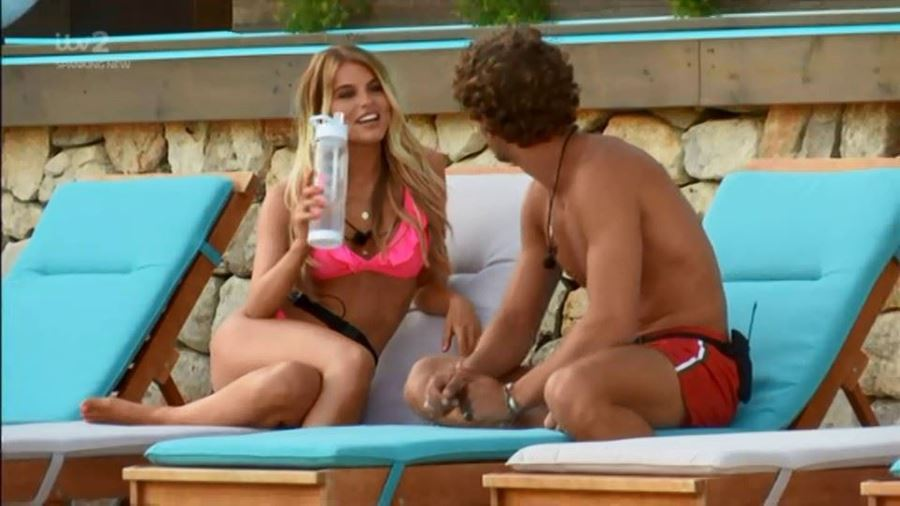 Merchandise in action - the TUTTI FRUTTI BOTTLE making an appearance on love island