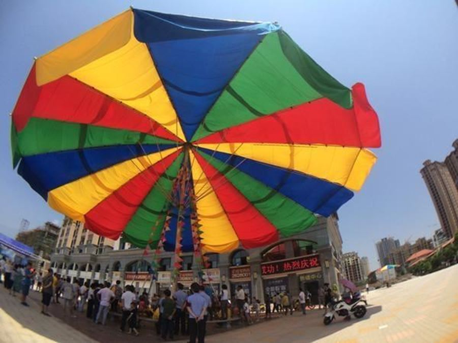 The World's biggest umbrella !
